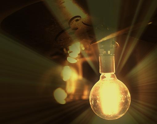 LIGHT-bulb-498289_640
